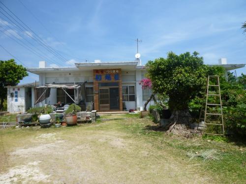 民宿船越荘。今はおばーさんが高齢になり食事を作れないので素泊まりのみの営業だそう。