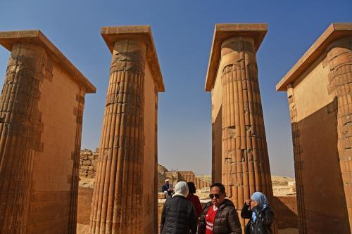 パピルス柱の柱廊。