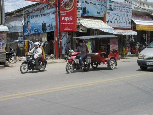 交通はバイクが主体のタクシー。ちょっとした移動に便利です。