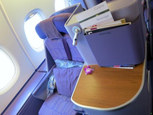 で、TGのA380乗り込みました。<br />あたしの席は窓側。<br />