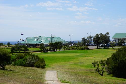 出発前からどこのゴルフ場にしようかと思ってみんなで調べました。<br />せっかくだから海の見えるシチュエーションがいいので、こちらのゴルフクラブにしました。