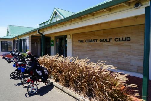 The Coast Golf Club<br /><br />シドニー2日目はゴルフで~す!<br />私と一人は2017年のGWくらいからゴルフを始め、もう一人は以前からゴルフ経験者。<br />リゾートゴルフに挑戦です^^<br /><br />かなり残念な結果でしたけど~笑