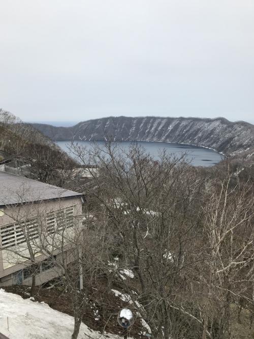 こちらではクッタラ湖という湖を眺めることが出来ます。<br />円形に囲まれていて凄いですね。<br />火山で出来た場所のような気がします。