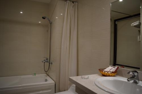 ちゃんとバスタブもついてたし。<br /><br />といってもシャワーしか浴びていませんが…。