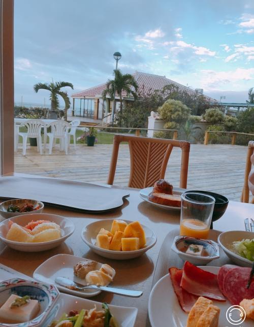 最終日はホテル発が10時と、ツアーにしてはのんびりの出発です。<br /><br />せっかくリゾートに来てるので海の見える席でのんびりゆったり朝食をとれるのは良かったです。<br /><br />今日は少し雲があるけれどお天気はまずまずな感じです。
