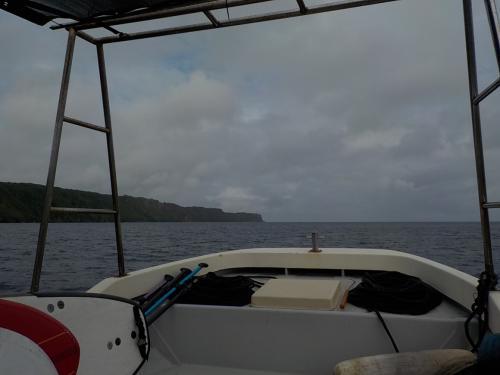 予定ではビーチエントリーでしたが、南風で北の方の海の方が穏やかなので急遽ボートになりました。<br /><br />通常ならボートを出すと1人プラス3千円ですが、今回は急遽なのでプラス千円でOKでした。<br /><br /><br />ショップは、伊良部島内にあるBonitoさん。<br />SUP&シュノーケルのコース3hで7000円です。<br />