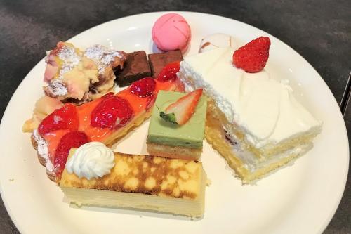 日本一の朝食は、私が期待していたものとは全く違ったようです。<br />ケーキはとにかく甘かったぁ~<br />美味しかったけれど、どちらかというと甘さを感じるケーキだねっ。