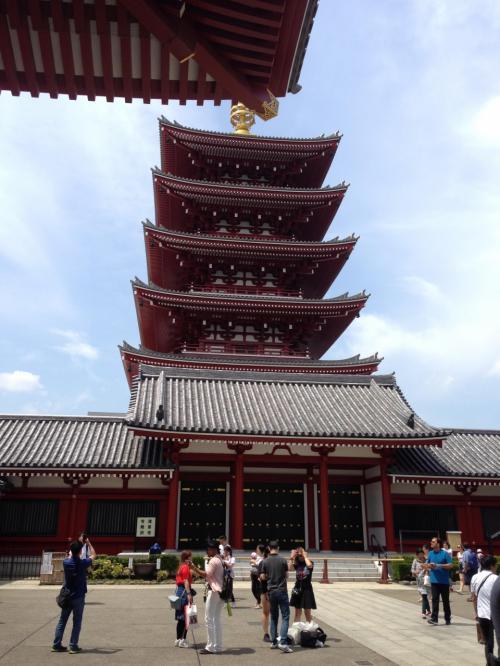 昭和48年に再建された五重塔。