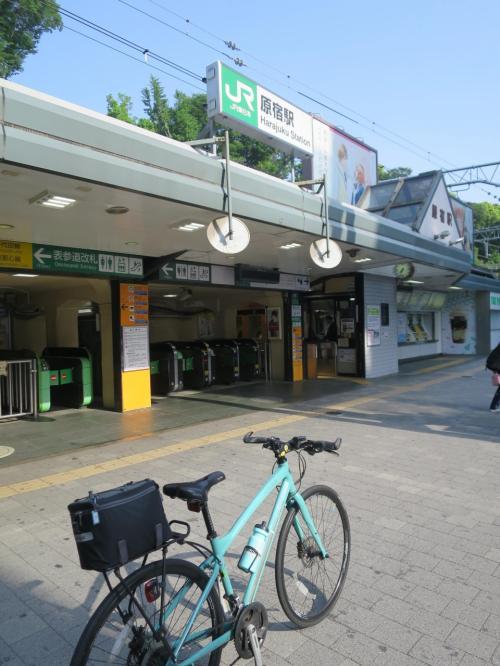 ◆2駅目 7:29「原宿駅」<br /><br />この駅には空いている時間帯に来たかったので外回り(時計周り)にしました。まだ人が少なかったので堂々と写真を撮る事ができました。