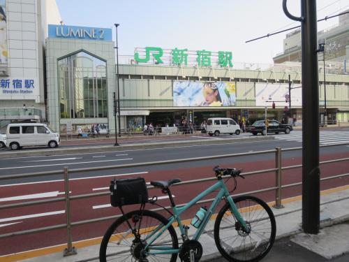 ◆4駅目 7:47「新宿駅」<br /><br />電車だと新宿駅が山手線の中で自宅から一番近い駅になります。