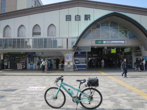 ◆7駅目 8:25「目白駅」<br /><br />気品があるイメージ。駅のすぐ隣は学習院。<br />