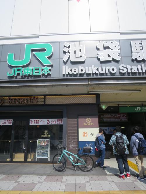 ◆8駅目 8:37「池袋駅」<br /><br />駅前を歩いている人の8割は埼玉県民らしい。<br /><br />