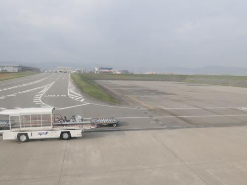 フライト時間になっても曇ったままです。今回は富士山が見えなさそうですね。