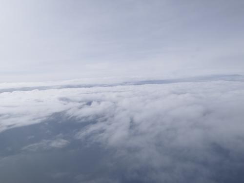 と思ったけど、空の上は雲で覆われていました。
