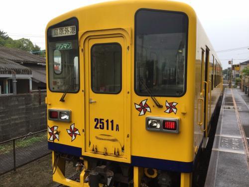 諫早まではJRでそこから島原鉄道。二輌編成。汽車であるので、結構振動する。