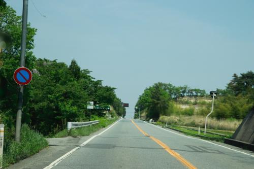 国道6号線に出ました。ここからしばらく北上すると帰宅困難区域に入ります。<br />帰宅困難区域は国道6号線以外は通れなくなっています。<br /><br />トイレに行くこともできず窓を開けることもできません。<br />高速道路のように車を停車させることもできずただ直進するのみです。
