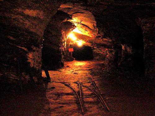 Marianaの金鉱跡は観光客を受け入れ、地下までトロッコで降りることができる。<br />現在、ゴールドラッシュに沸いた金鉱の殆ど全てが閉山となっている。