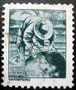 砂金採りをデザインしたブラジルの切手(Cariocakeita Museum蔵)<br />左下にGarimpeiroと印刷されているが、ガリンペイロとは、ポルトガル語で「金鉱採掘人」を意味する。ブラジル・アマゾン奥地で1970年代に起きたゴールドラッシュ以降に流入し、過酷な生活・労働環境下で一攫千金を夢見る人々を指す言葉である。<br />私の憧れるゴルゴ13が、ブラジル・アマゾン奥地でガリンペイロの集団と戦う物語が単行本第49巻に登場する。