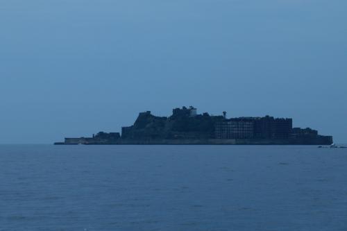 軍艦島(端島)<br /><br />見えてきた。<br /><br />