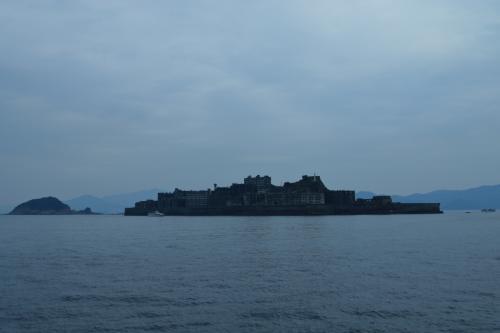 軍艦島(端島)<br /><br />軍艦島に上陸できるツアー会社は主に4社あるけど1週間前に予約した時点で2社は満席だった。