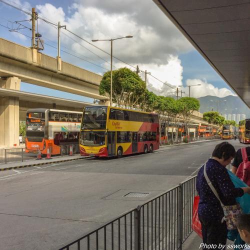 香港に無事到着し、入国審査や荷物のピックアップがスムーズで、着陸から20分でセキュリティエリア外に<br />今回はエアポートエクスプレスではなく、A11のバスでホテル近くまで移動します