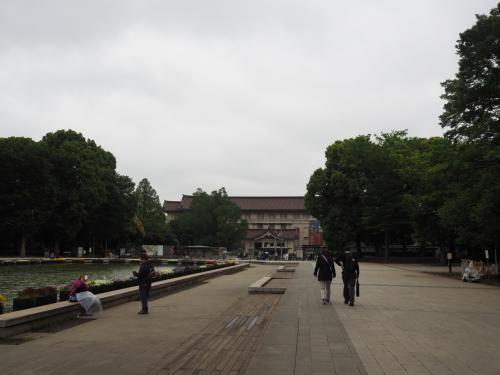 国立博物館に向かいます。<br />天気は曇りのち雨の予報。連休中の暑さは何処へやら、肌寒い一日です。