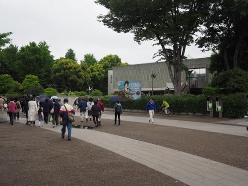 国立西洋美術館前を抜けて