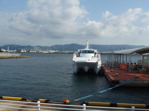 涼しいというより寒い感じの神戸ポートアイランド港。<br />気温は、14℃。2日前は20℃を超えていたのに。<br />