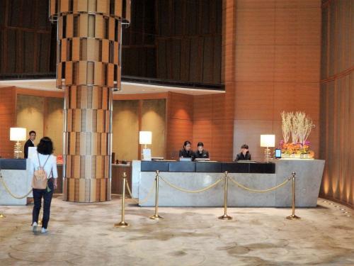 今回の宿泊先、香格里拉台南遠東國際大飯店。<br />9年前に泊まって以来、二度目です。<br />部屋は30階の3012号室になりました。<br />