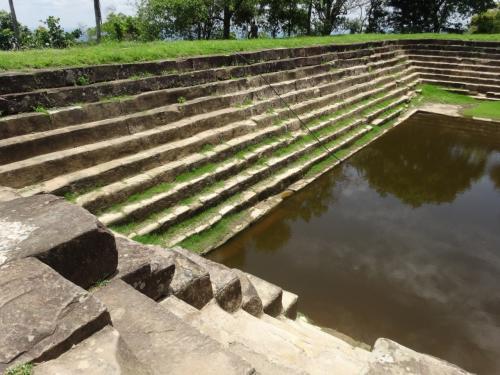 大貯水池。<br />中の水は濁っていて、とても触る気にはなれません。