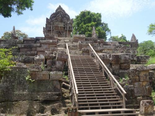 第二塔門です。<br />階段が整備されています。<br />