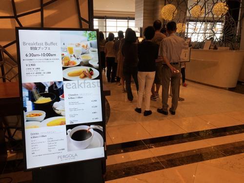 15Fパーゴラでの朝食無料<br />8時になると結構混雑してきました