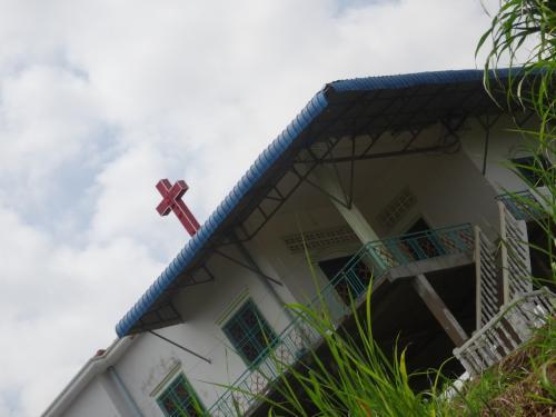 教会がありました。<br />教育機関も高校までしっかりあるようで、ガイドさんは、不便に見えて意外と生活はしっかりしているんだと教えてくれました。