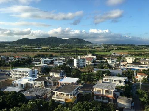 部屋からの景色、マウンテンビューですな<br /><br />反対側だと港が見えます