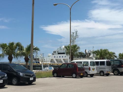 12時30分にツアーの方が迎えに来てくれて、<br />離島ターミナルがある港へ