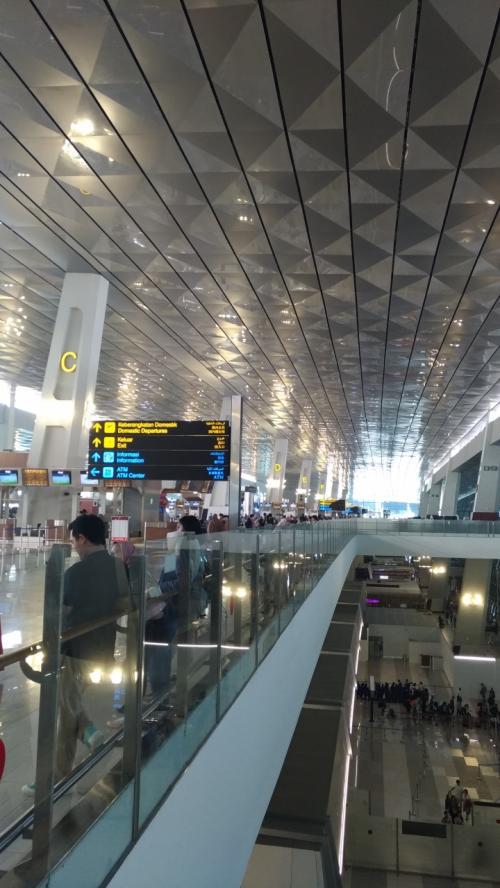 ほぼ定刻通りのフライトでスカルノハッタ空港到着。