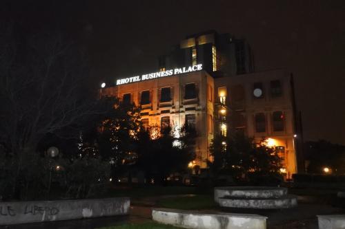 Milano<br />1日目の観光はなく、ホテルへ直行します<br /><br />スターホテル・ビジネスパレス<br />★★★★四つ星ホテル<br />住宅街にある静かなホテル<br />元工場を改築したデザインホテルです