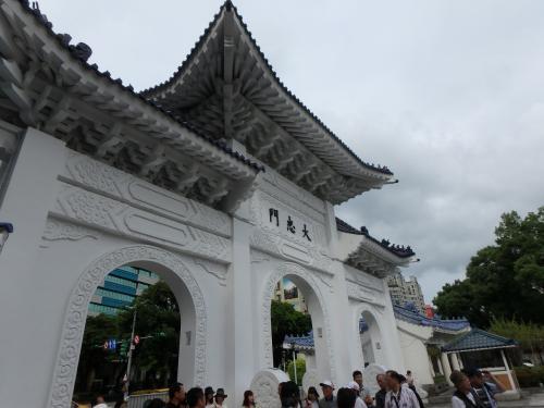 仕事が終わり近場の中正紀念堂に行ってきました。<br />台湾へは思い出せないほど来ていますが、<br />これほど時間が取れるのは珍しいことです。<br />このチャンスを最大限に活かします。