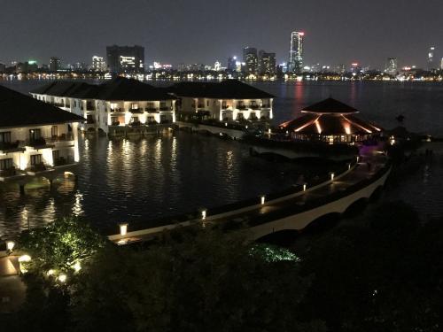 リゾート感を重視して選んだ宿泊先はインターコンチネンタルホテルウエストレイク<br />美しい夜景