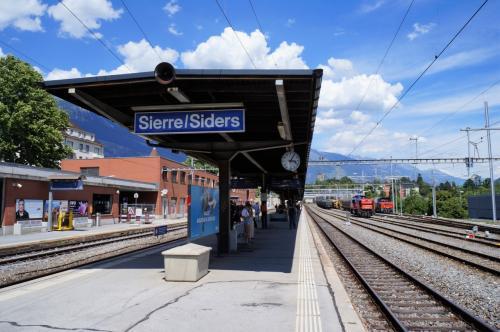 花の村グリメンツへ<br />グリメンツへはシエル駅からバスを乗り換えて行く<br />バス停は駅の南側