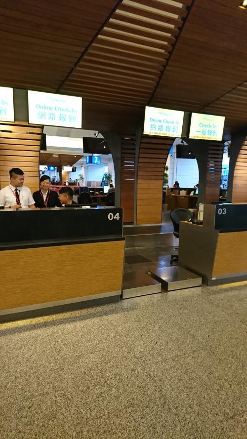 セブ・パシフィック航空<br />台北→マニラ<br />2人分で32478円<br /><br />後に帰国の際セブパシは酷い航空会社だと知る事になります。