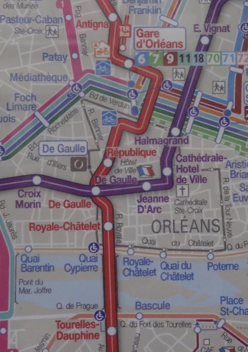 今 Gare d' Orleans です<br /><br />赤ラインに乗って2つ目で<br />紫ラインに乗り換えて2つ目<br />Hotel de Ville で降りればいいかな