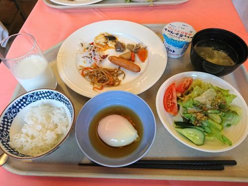 朝食は6:45からだったが、6:30から開けているとのことだったので、少し早めにいったので余裕ができてよかった。出発は7:50。<br /><br />この日は、長野県の上高地へ。
