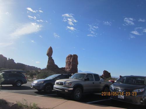 問題の駐車場!<br />喧嘩の始まりと終わりの場所(笑)<br />バランスロックが見えます!