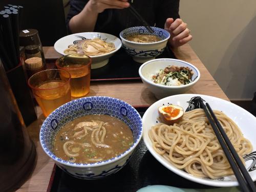成田空港で朝食はラーメン富田。<br />朝からつけ麺とチャーシュー飯でお腹いっぱい。
