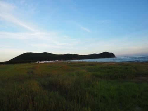 海水浴場ですが砂浜に向かう途中が湿地のようになっています。