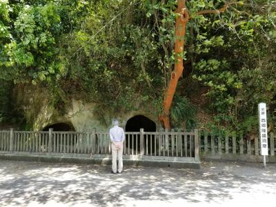 たまには観光らしい事もしておこうと 西郷どんが籠っていたという洞窟です。