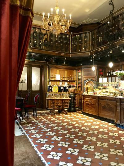 良さげなカフェを見つけスィーツの朝食 Pod Zolotoi Zvezdoi