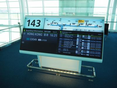 まずはキャセイにて羽田から香港へ。マドリード行くならイベリア航空という選択肢もあるのだが、予約時はキャセイのプレエコとイベリア航空のエコノミーとでキャセイの方が安いという状態だったので、こちらを選択。