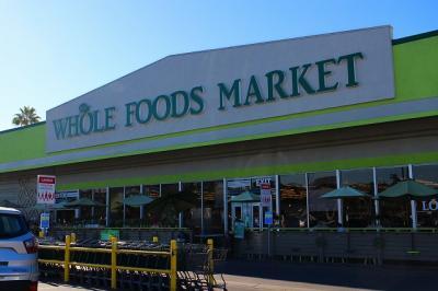 お向かいの「Whole Foods」にきました。<br />スーパーマーケットの中でも「Whole Foods」が一番好きかも☆<br />トレーダージョーズも好きだけど、ここはデリがあるのがポイント高しだな♪
